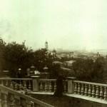 Неонила Николаевна на фоне Успенского собора