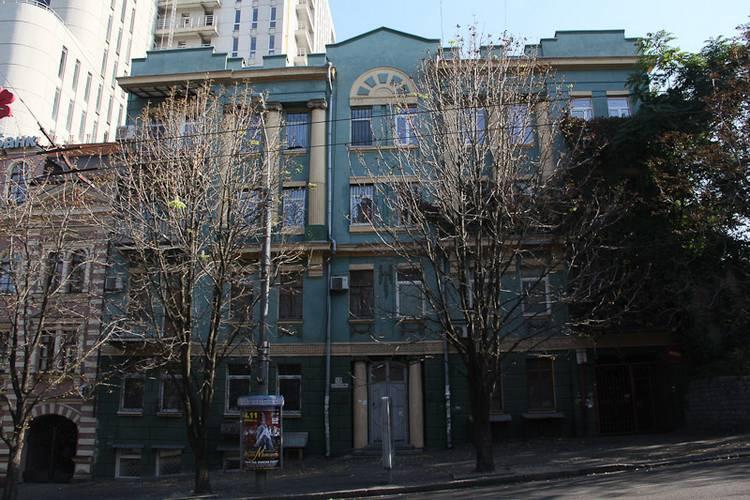 Серова, №13. Дом Запорожцева