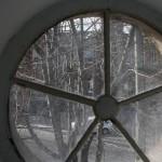 Вид на улицу через окно